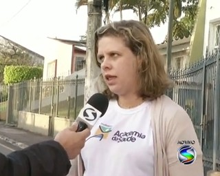 A Coodenadora da Academia da Saúde de Pinheiral, Aline Osório explicou os detalhes (Foto: Reprodução: Bom Dia Rio)