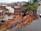 Muro cede durante chuva e cai sobre casa em Alumínio