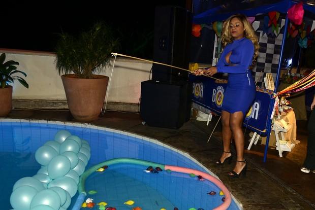 Cariúcha se diverte em festa julina (Foto: Roberto Teixeira/EGO)