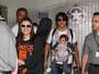 Laura Pausini desembarca com família em São Paulo