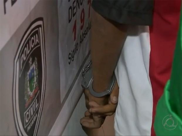 Delegado diz que há várias provas de que jovem disputava área que era dominada por um outro suspeito de tráfico já preso em João Pessoa (Foto: Reprodução / TV Cabo Branco)