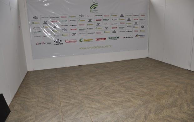 Cabine de imprensa Estádio Passo das Emas (Foto: Robson Boamorte/GLOBOESPORTE.COM)