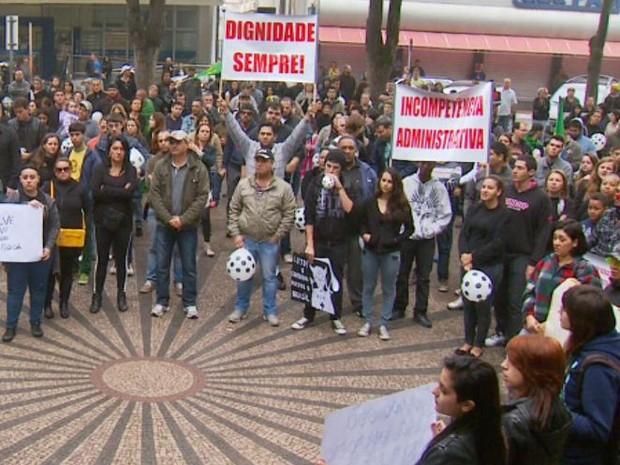 Aniversário de 186 anos de Rio Claro é celebrado com protesto pelas ruas (Foto: Ronaldo de Oliveira/EPTV)