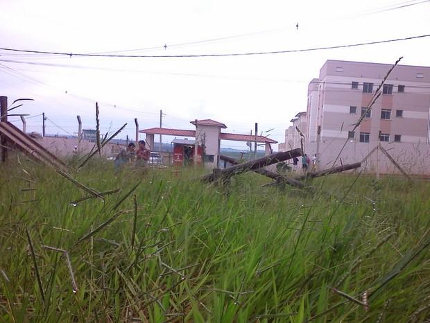 Praça em Santa Bárbara d'Oeste está abandonada (Foto: João Aredes/vC no G1)