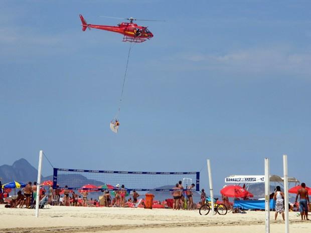 Previsão da Marinha do Brasil é que as ondas atinjam até 2 metros de altura (Foto: Bernardo Tabak / G1)