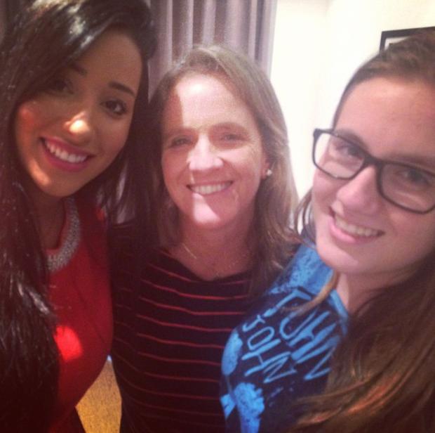 Ex-BBB Talita com Márcia e Júlia, respectivamente mãe e irmã de Rafael, do 'BBB 15' (Foto: Instagram/ Reprodução)