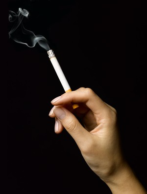 euatleta materia influência do fumo nas mulheres (Foto: Editoria de Arte / GLOBOESPORTE.COM)