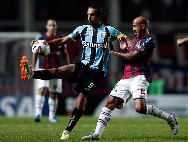Barcos e Juan Mercier Grêmio x San Lorenzo (Foto: Reuters)