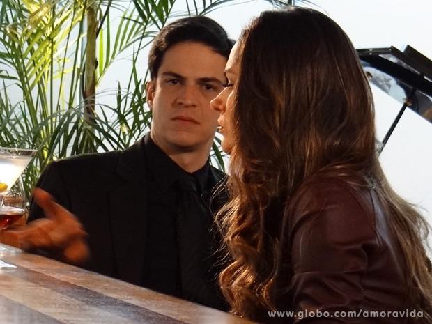 Leila reage ao ver que Félix também a rejeita após golpe (Foto: Amor à Vida/ TV Globo)