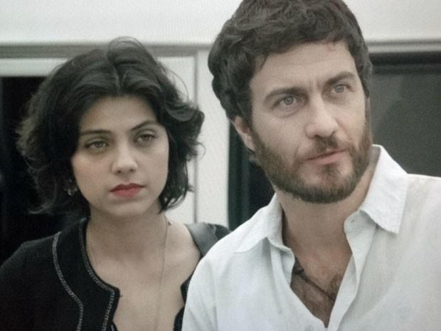 Miriam não consegue afastar Rodrigo de sua vida (Foto: Amor Eterno Amor/TV Globo)