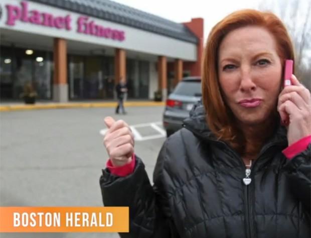 Tina Santoro Asmar teria sido avisada pelo gerente 'inúmeras vezes' de que celular era proibido no local (Foto: Reprodução/Boston Herald)