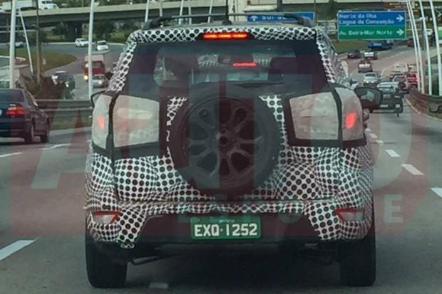 Ford Ecosport é flagrado camuflado (Foto: Everton de Souza/Autoesporte)