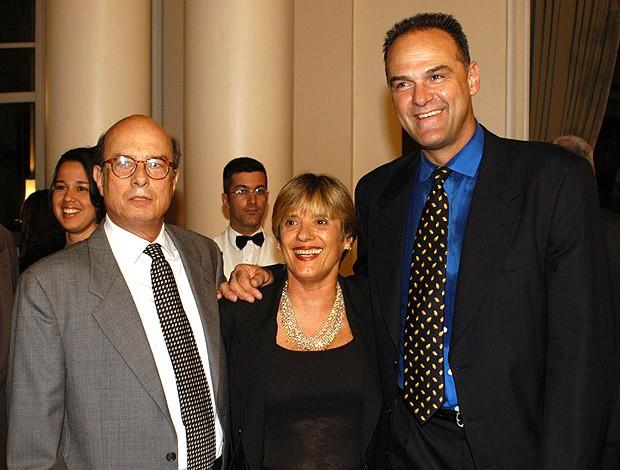 Ary Vidal ex-técnico de basquete com Norminha e Oscar (Foto: Alexandre Vidal / Fla Imagem)