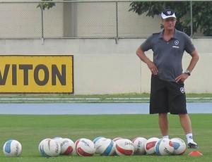 Oswaldo de Oliveira treino botafogo (Foto: Thales Soares / globoesporte.com)
