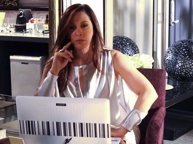 Lívia manda Wanda esperar por ela (Foto: Salve Jorge/TV Globo)