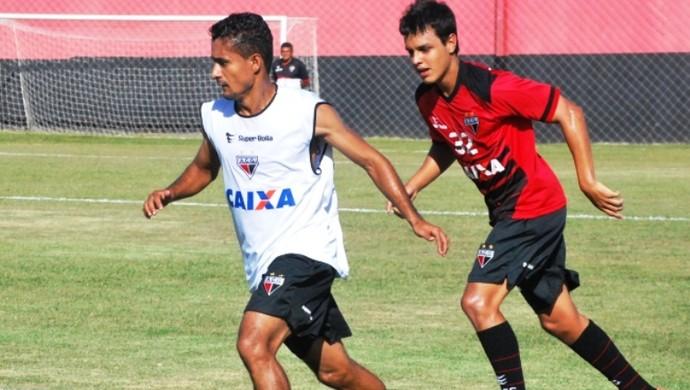 Juninho, atacante do Atlético-GO (Foto: Guilherme Salgado/Atlético-GO)