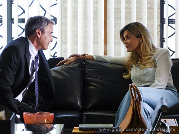Heloísa não entende Thomaz continuar casado com Inês (Foto: Além do Horizonte / TV Globo)