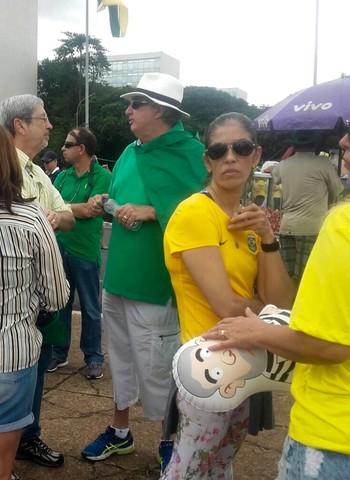 """Antonio Imbassahy (PSDB-BA), deputado federal da oposição, à esquerda na foto. """"O clima é de esquenta do impeachment. As decisões do Congresso chamam a população e as manifestações pressionam o Congresso"""", diz (Foto: Talita Fernandes)"""