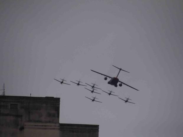 [Brasil] KC-390 e ao menos sete aeronaves sobrevoam São José, SP Voo_k5jUM1i
