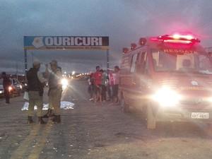 Corpo de Bombeiros de Ouricuri socorre feridos no acidente (Foto: Marcelo Gomes/ Arquivo pessoal)
