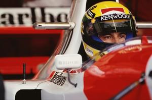 Clássico capacete com cores da bandeira brasileira usado por Ayrton Senna lidera a lista (Foto: Getty Images)
