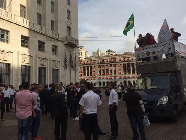 Taxistas protestam contra decreto que libera empresas de transporte individual na cidade (Foto: Tatiana Santiago/G1)