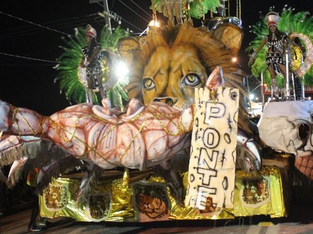 Desfile das escolas de samba do Carnaval de Parnaíba (Foto: Ellyo Teixeira/G1)