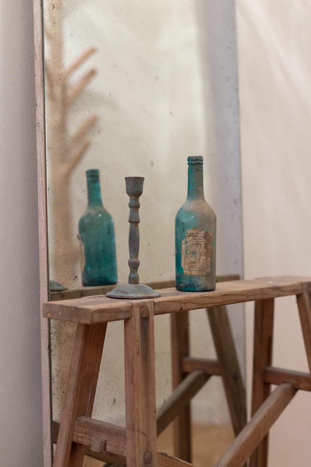 Apartamento rústico destaca a pureza dos materiais (Foto: Davide Pellegrini/Divulgação)