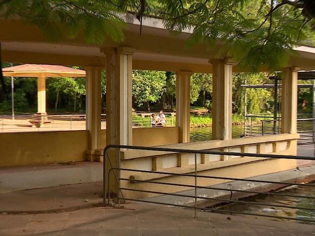 Café do Lago sofre com abandono no Parque da Redenção em Porto Alegre RS (Foto: Reprodução/RBS TV)
