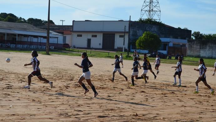 Futebol feminino em Santarém (Foto: Gustavo Campos/GloboEsporte.com)