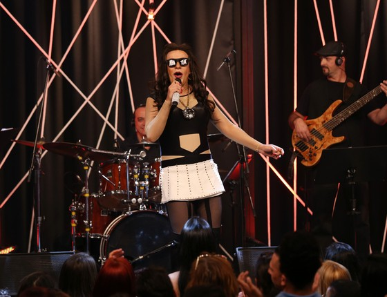 O humorista Tom Cavalcante imita a cantora Anitta na nova temporada de seu programa (Foto:  Edu Viana/Divulgação Multishow)