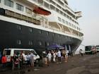 Navio holandês desembarca em Manaus com mais de mil pessoas