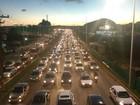 Protestos deixam trânsito lento  na Avenida Paralela, em Salvador