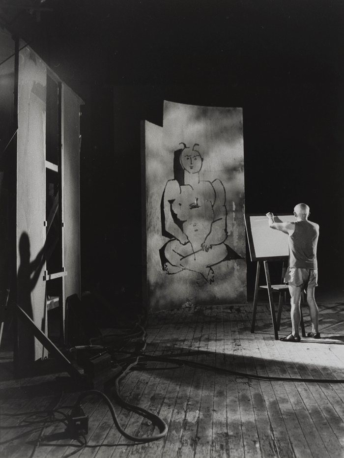 Pablo Picasso, em 1955, num dos sete estúdios em que ele trabalhou durante a vida. (Foto: Reprodução)