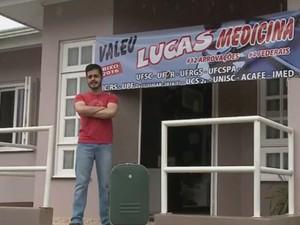 Lucas, 18 anos, foi aprovado em 10 cursos de medicina (Foto: Reprodução/RBS TV)