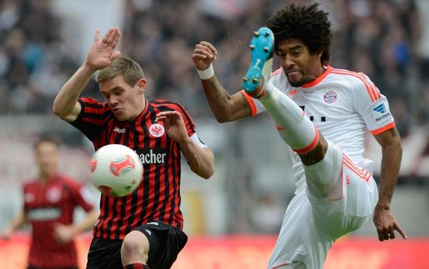 Sebastian Jung do Eintracht e dante do Bayern de Munique (Foto: AFP)