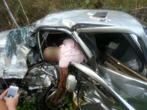 Grave acidente na PI-112 deixa duas pessoas mortas em União (Foto: Ricardo César Mesquita/TV Clube)