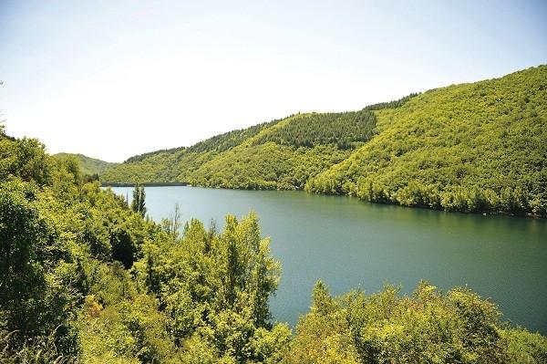 Região de Avène, onde a água termal da marca é extraída (Foto: Divulgação)