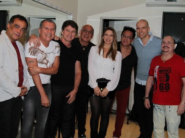 Sheila Mello e Fernando Scherer com integrantes do grupo Roupa Nova em São Paulo (Foto: Thiago Duran/ Ag. News)