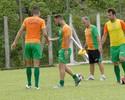 Sem atingir forma física, Bruno Furlan é devolvido pelo Coelho ao Atlético-PR