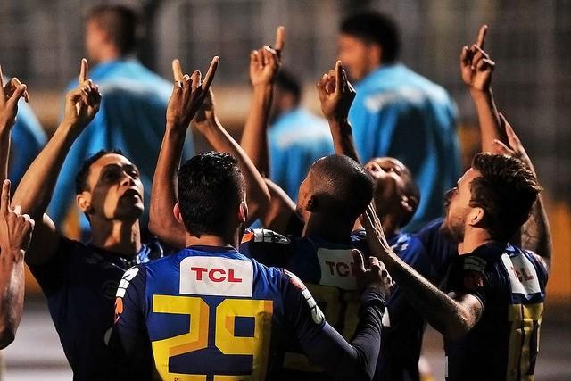 Jogadores dos Santos comemoram gol no Pacaembu (Foto: Ivan Storti/Santos FC)