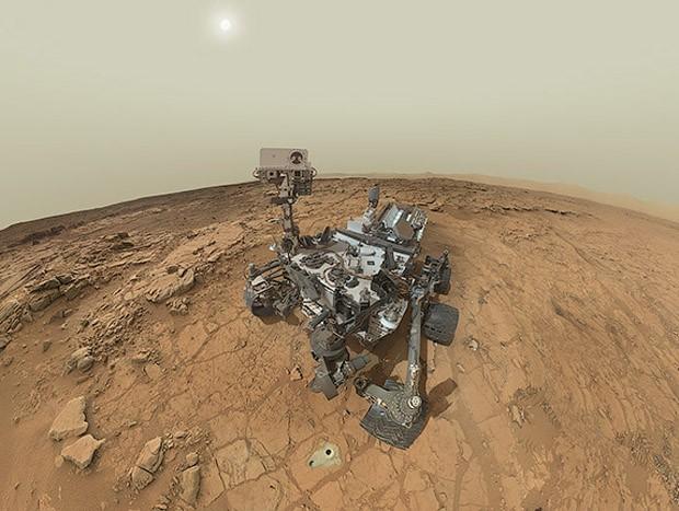 Detalhe da imagem onde aparece um buraco feito pelo robô (Foto: Nasa/Divulgação)