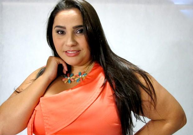 Aos 31 anos, Fabiana é a única mulher da Baixada Santista que trabalha neste setor (Foto: Mariane Rossi/G1)