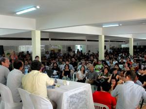 Mais de 500 compareceram à assembleia nesta quarta-feira (8). (Foto: Adufc/Divulgação)