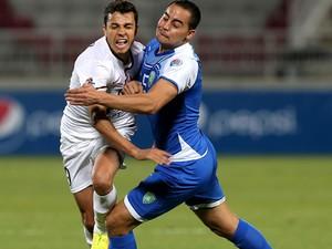 Nilmar e Jemal El Jaish x Al Fateh (Foto: AFP)