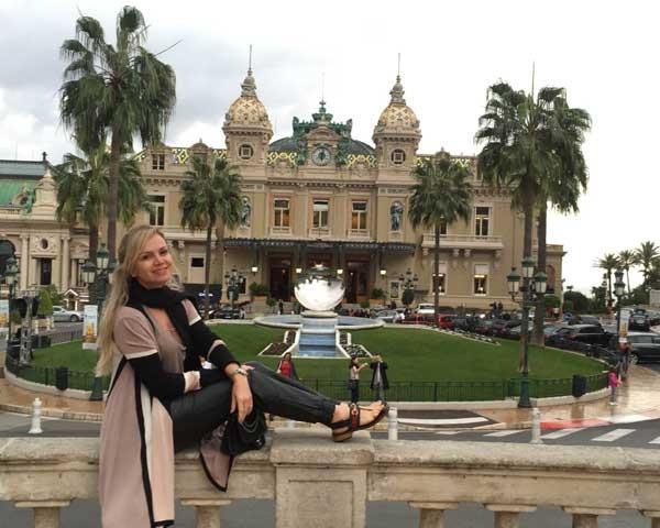 Eliana em seus dias na França (Foto: Divulgação)