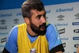 """Douglas vê repetição como vantagem ao Grêmio no Gre-Nal: """"Dá confiança"""""""