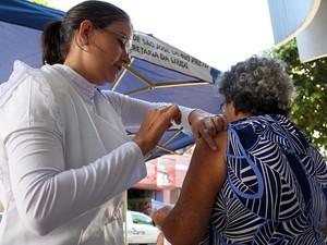 Vacinação contra a febre amarela tem de ser renovada a cada 10 anos (Foto: Divulgação/SMC)