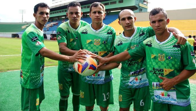 Alto Acre tem meio time formado por irmãos e primos - Mauro, Maradona, Jandrei, Bolão e Macaxeira (Foto: João Paulo Maia)