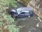 Motorista morre ao cair com carro dentro do rio em Petrópolis, no RJ